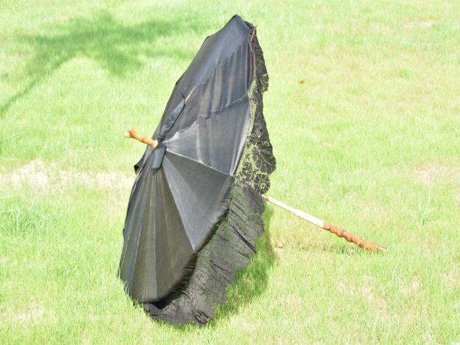 Sombrilla de señora de seda negra